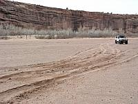 Leo_Martinez-D90-01-in_Canyon_de_Chelly_riverbed.jpg